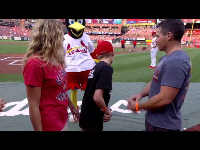 Wish kid throws out first pitch at Cardinals vs Cubs game