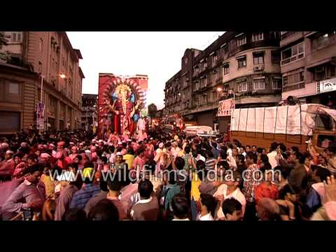 Ganesh worshipping crowd heads to Arabian Sea for immersion off Mumbai