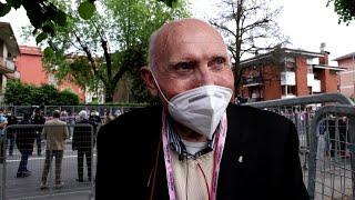 Giro d'Italia, a 87 anni l'ex campione all'arrivo di Novara:
