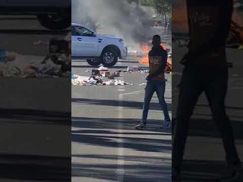 Bloemfontein protests - cars burn. 18 May 2021