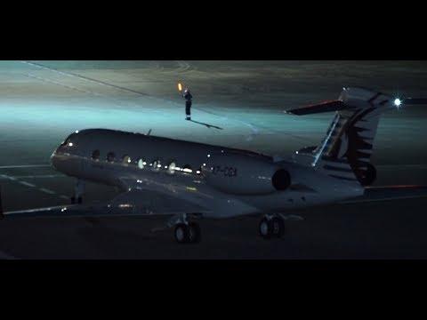 ✈✈「マーシャラー」夜の羽田空港 カタール・エグゼクティブ (Qatar Executive)羽田空港国際線ターミナルデッキ