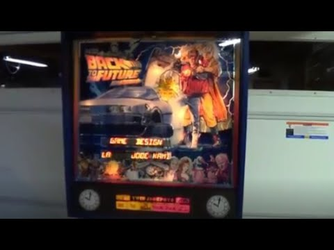 BACK TO THE FUTURE PINBALL MACHINE - BY DATA EAST