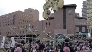 祭りの最終日、パレード会場に於いて竿燈の演技が披露されました。終了...