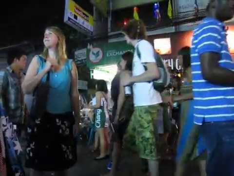 1 minute of People watching on Khao Sarn Road, backpacker ghetto of Bangkok