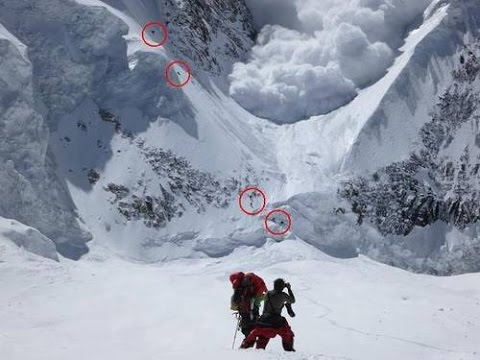 Hit by Avalanche in Everest Basecamp - 25/04/2015