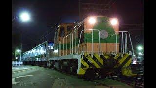 E233系 J-TREC(総合車両製作所) 深夜の出場 ~踏切のない道路を新車が横断~