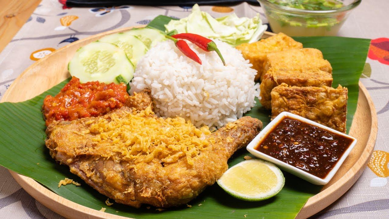 Nasi Ayam Penyet Sedap, Tak Sabar Tunggu Azan - YouTube