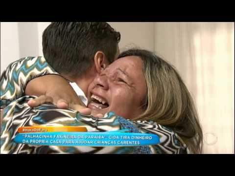 Rodrigo Faro Se Disfarça De Médico E Faz Surpresa Para Palhacinha Faxineira Da Paraíba