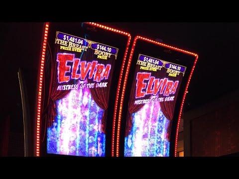 Play Elvira: Mistress of the Dark