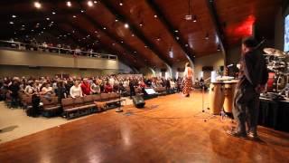Congregation Singing Hakuna Wakaita