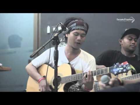 Cah Reggae - Yen Di Iling Iling (Tony Q Rastafara) Live at Sadimo Barbershop