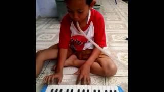 Anak kelas 3 main pianika tukang ojek