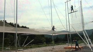 彦根スカイアドベンチャー 初めての空中ブランコ。 「Knee-Hang Catch」という技。