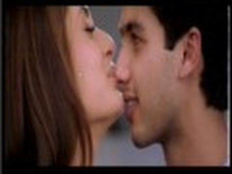 Kareena Kapoor And Shahid Kapoor Kissing Video