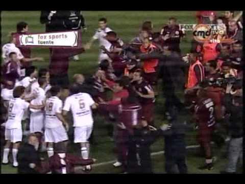Bronca del partido Lanus vs Universitario COPA LIBERTADORES  15/04/10