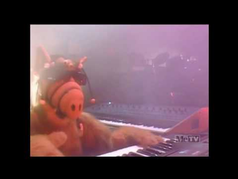 ALF - ALF Sings Out Of This World (Season 1 Ep. 8)