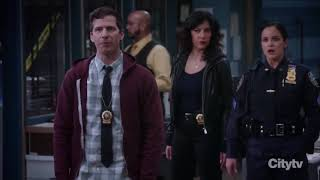 Brooklyn Nine-Nine - Terry Gets Knocked Out