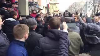 В Саратове произошла драка между сторонниками и противниками Навального