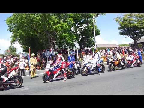 Start line of Senior Race Isle on Man TT 2013