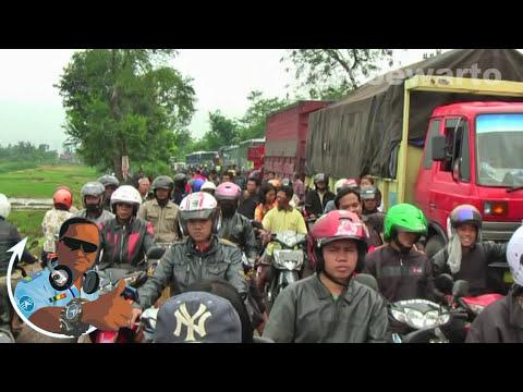 Ciregol Traffic Shutdown - Bumiayu, Central Java 2011