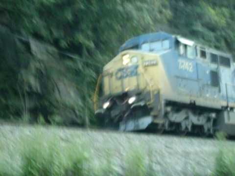 CFX FREIGHT TRAIN IN FAYETTEVILLE WEST VIRGINIA