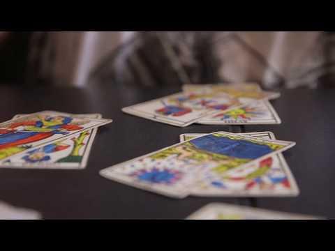 Comment Se Tirer Les Cartes Avec Le Tirage En Croix Youtube