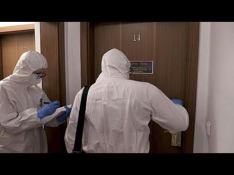 شاهد: فندق فاخر في براغ يفتح أبوابه لمشردين مصابين بكوفيد-19 …
