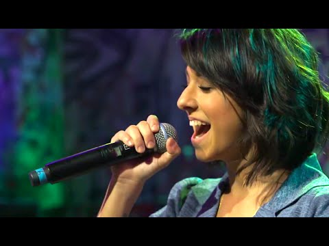 "Christina Grimmie Performs ""SHRUG"" Live! 