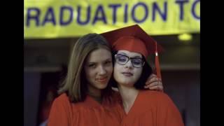 Illeana Douglas, Scarlett Johansson, and Thora Birch on GHOST WORLD