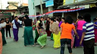 Manipuri girls play balloon wrecking game