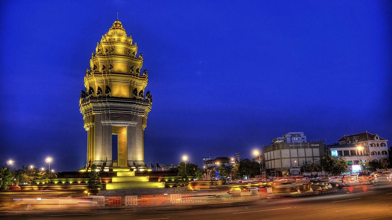 Столица Камбоджи Пномпень памятник Независимости 8 мая 2017