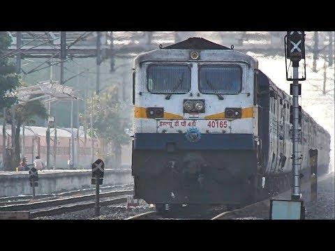 22131 Pune - Manduadih GYANGANGA SF Express crossing Hadapsar - Indian Railways
