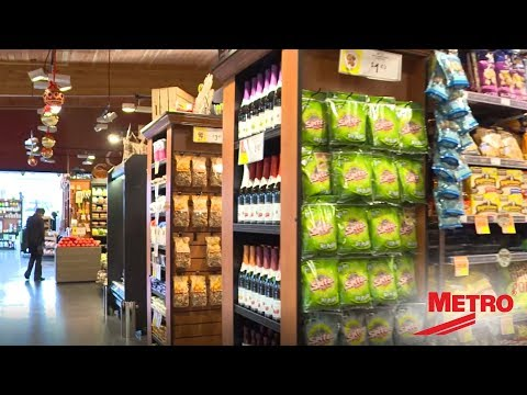 Metro QwikSLOT Shelving For Grocery Store Endcap Displays
