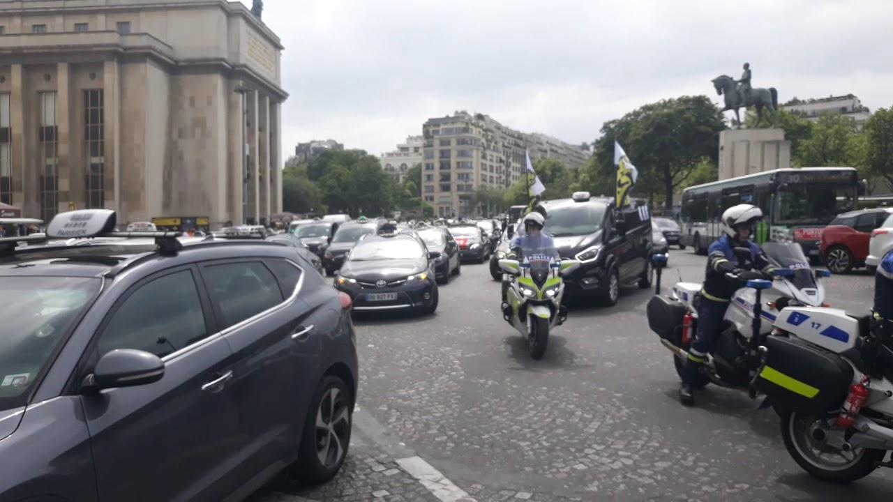 Paryż - protest taksówkarzy przeciw UBERowi
