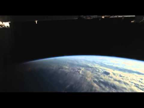 space-4-hours-on-space-station-3-sunrises,-2-sunsets-time-lapse-video