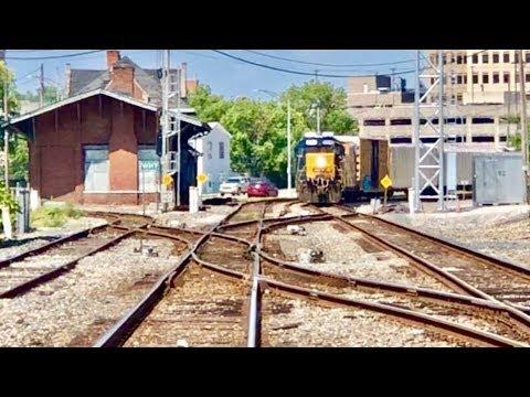 3 Trains Meet At Interlocking Cross Overs!