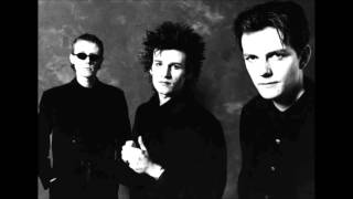 Love & Rockets - Haunted When The Minutes Drag - HD