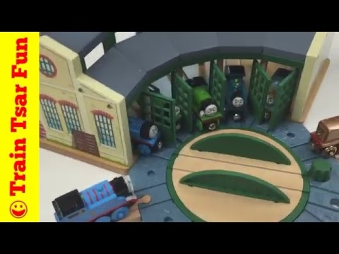 THOMAS & FRIENDS TIDMOUTH SHEDS ROUNDHOUSE Wooden Railway Toy Train Playset Unboxing