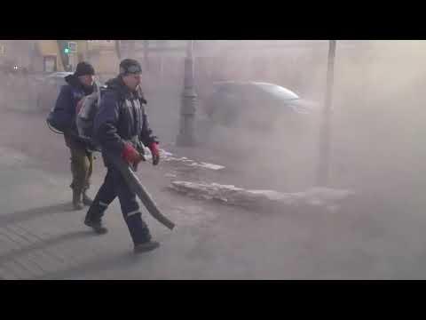 Своеобразная уборка пыли в Гатчине