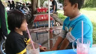 "Bermain ""pong pong siji"" di warung"