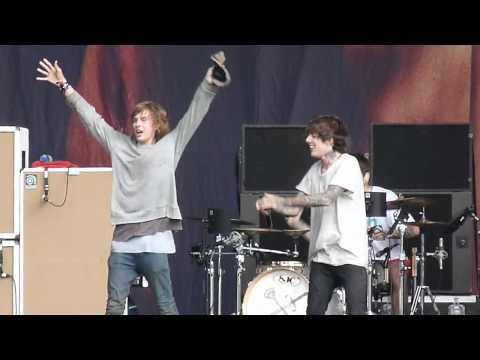 Reading Festival 2011 Bring Me The Horizon With Fan On Stage. Mp3