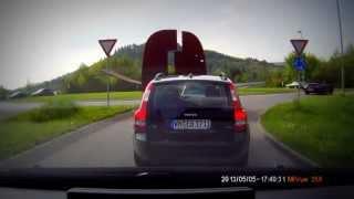 VU: Verkehrsunfall auf B29 bei Schorndorf, Richtung Stuttgart. Typ zerlegt sein Plymouth!