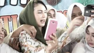 Arumi Bachsin Sedot Perhatian Warga. Berebut Selfie Bareng