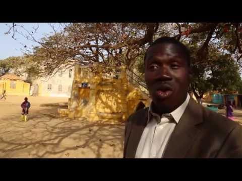 Sénégal Rencontre avec un guide sur l'île de Gorée / Senegal Guide inside Goree island
