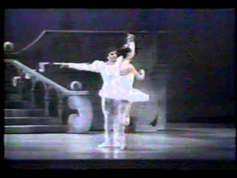 Evelyn Cisneros in Cendrillon pas de deux San Francisco Ballet