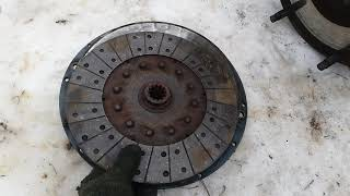 Какой стороной ставится диск сцепления мтз