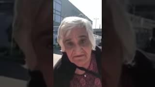 Лудата Бабичка Пее (Смях До Сълзи)