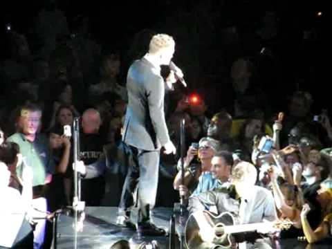 MICHAEL BUBLE PERFORMING HOME AT CRAZY LOVE TOUR TORONTO LIVE
