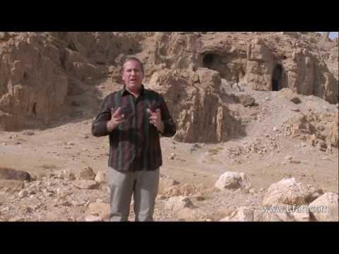 77- القصة الكاملة لاكتشاف مخطوطات وادي قمران