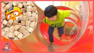 뽀로로 함께 코코몽 키즈 카페 편백나무 해적선 장난감 놀이 ♡ 어린이 테마파크 놀이터 죽전점 #2 Kid Indoor Playground | 말이야와아이들 MariAndKids